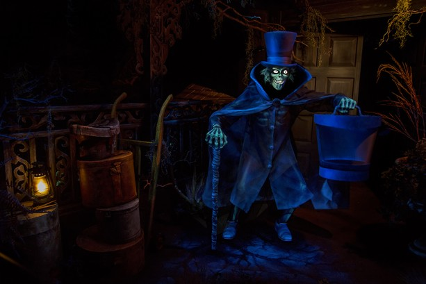 Behind the Scenes: Hatbox Ghost Reappears in Haunted Mansion at Disneyland Park