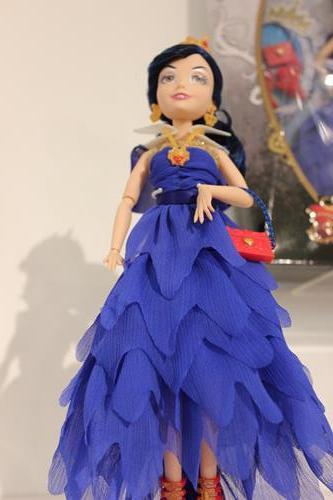 Disney Holiday Showcase Bring On The Dolls Diskingdom