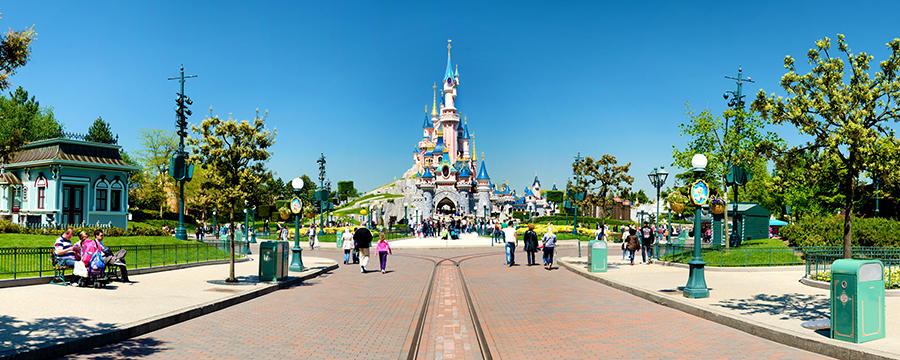 "Disneyland Paris ""Marne la Vallee"" Train Station Evacuated"