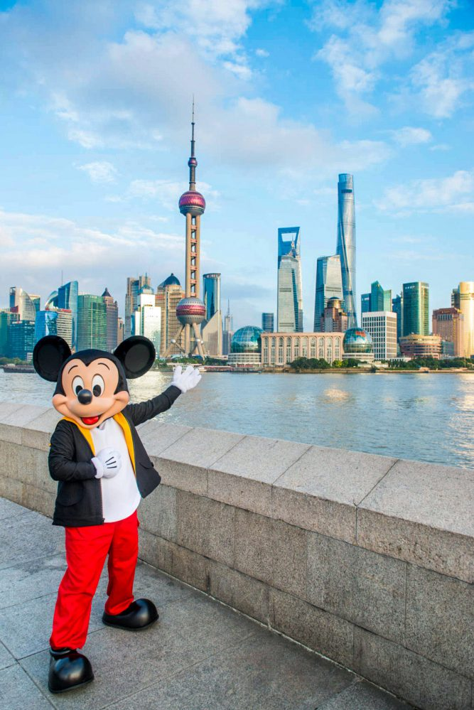 2016_mickeymouse_shanghai_hires-667x999