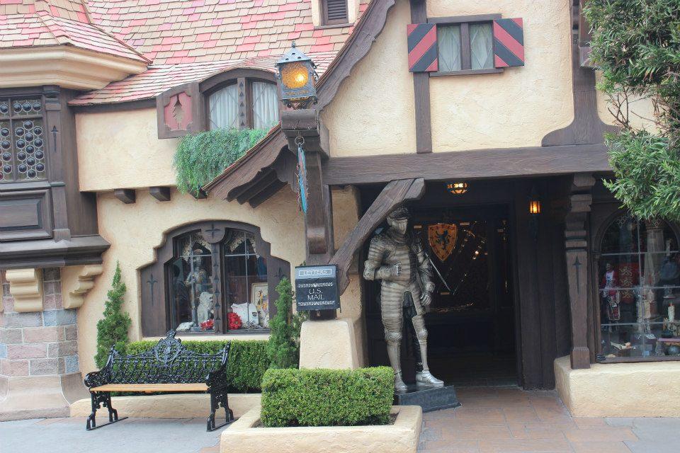 Disneyland's Castle Heraldry Shoppe To Close