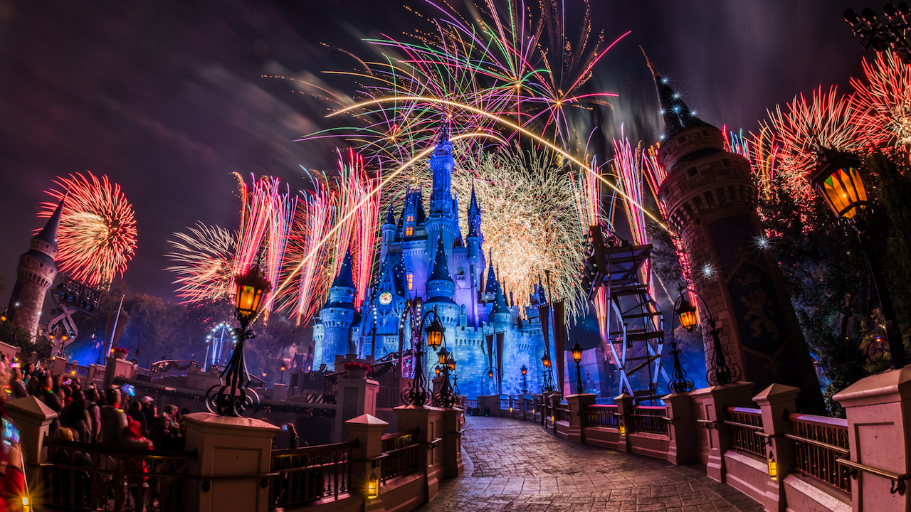 #DisneyParksLIVE to Broadcast Magic Kingdom Fireworks Dec 31st