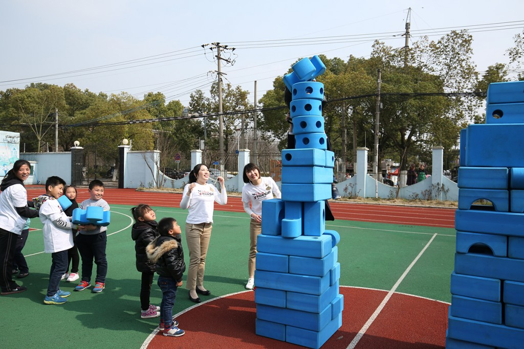 Shanghai Disney Resort New Ambassador Team and Disney VoluntEARS Create Imagination Playground for Families in Pudong