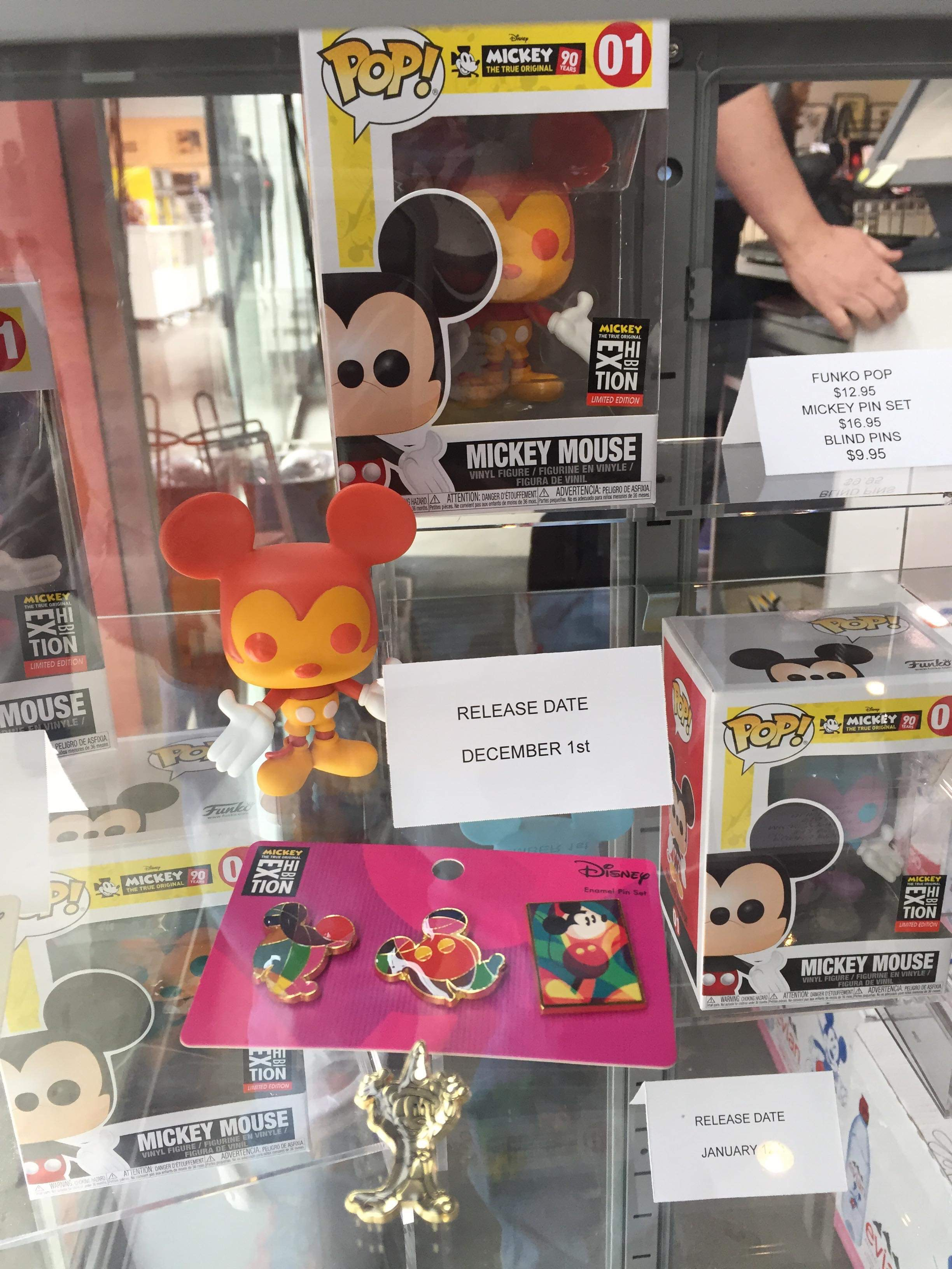 Mickey Mouse 90th Anniversary Nyc Exhibt Pop Vinyls Amp Pin